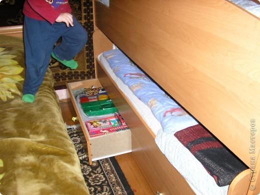 Вот такую кровать сделал мой муж. Мне она очень нравится да и сынуля тоже рад потому как мечтал о двух-ярусной кровати.  фото 2