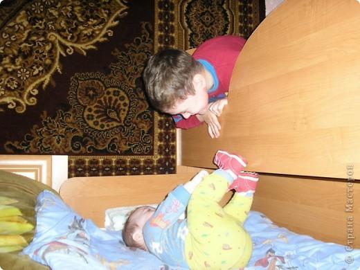 Вот такую кровать сделал мой муж. Мне она очень нравится да и сынуля тоже рад потому как мечтал о двух-ярусной кровати.  фото 4