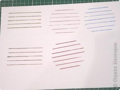 надеваем на картон резинки и макаем в краску фото 2