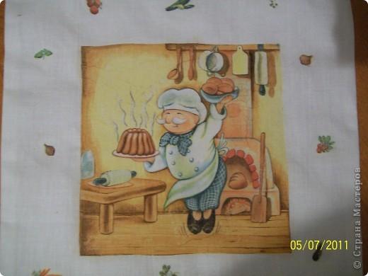 Решила попробовать декупаж на ткани.Собираясь с мужем на рыбалку под Астрахань обнаружила,что не во что класть мясорубку.(Очень мы рыбные котлетки любим).Вот такой получился мешочек.За одно и потренировалась. фото 2