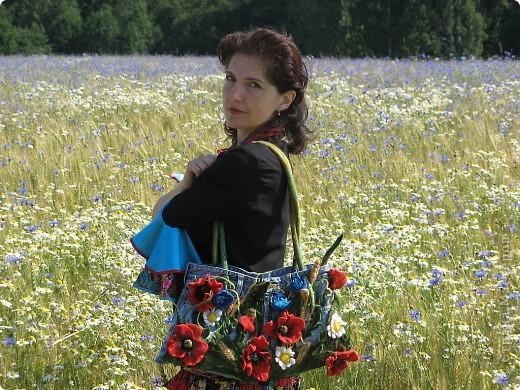 """Сумка """"Русское поле"""", сшита из верха фирменных джинс, украшена цветами, листьями,колосьями, фоном травы, выполненнных в технике мокрого валяния. фото 3"""