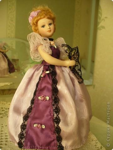 Дама в зеленом. Эту куколку мне выслали из г. Братск. Кукла по формату такая же, как дамы эпохи, только у нее акриловые глазки и реснички.  фото 5