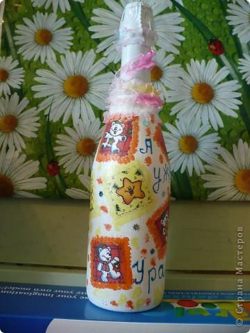 На днях в семье у знакомой ожидается прибавление - наследника ждут! Вот и я решила к этому празднику заранее подготовиться и кроме традиционного набора детской посуды от таппер, изготовить вот такую бутылочку. фото 4