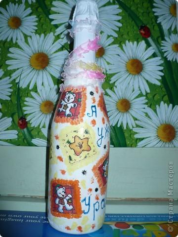 На днях в семье у знакомой ожидается прибавление - наследника ждут! Вот и я решила к этому празднику заранее подготовиться и кроме традиционного набора детской посуды от таппер, изготовить вот такую бутылочку. фото 3
