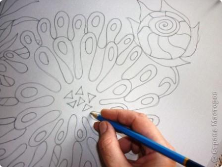 Материалы      Атлас(натуральный шёлк)     Трубочка стеклянная под резерв, резерв серый.     Подрамник, кнопки.     Краски анилиновые профессиональные под запарку.     Кисти каланоковые.     Простой карандаш.     Крупная морская соль.     Шаблон рисунка. фото 3