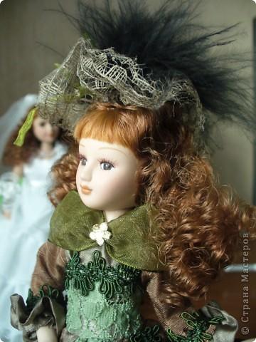 Дама в зеленом. Эту куколку мне выслали из г. Братск. Кукла по формату такая же, как дамы эпохи, только у нее акриловые глазки и реснички.  фото 3