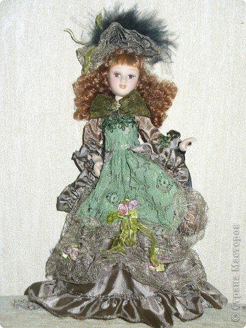 Дама в зеленом. Эту куколку мне выслали из г. Братск. Кукла по формату такая же, как дамы эпохи, только у нее акриловые глазки и реснички.  фото 1