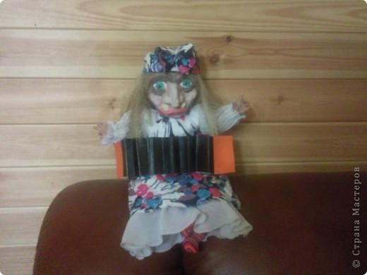 Баба-Яга собственной персоной) Гармошку для бабки сделал сын, я то хотела ей в руки метёлку дать, но не успела) фото 1