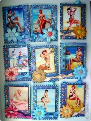 """Моя новая подарочная серия АТС """"Pin-up girl или девушки с обложки"""", давно хотела сделать карточки с этими красивыми девушками, в данной серии, в морском стиле!!! Возможно, будет и продолжение!!! Картинки распечатаны в типографии, цветочки готовые, в центре цветочков ракушки разных форм, выполнены на скрап бумаге!!!  Выбирают, если понравится: Ольга (helga-YAK), Юлечка (Yulia L), Катюша (Kateryna), Наташенька (na-ta-li), Татьяна Имполитова, Олечка (Захария), Алена (Алена Александровна) фото 1"""
