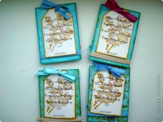 """Моя новая подарочная серия АТС """"Pin-up girl или девушки с обложки"""", давно хотела сделать карточки с этими красивыми девушками, в данной серии, в морском стиле!!! Возможно, будет и продолжение!!! Картинки распечатаны в типографии, цветочки готовые, в центре цветочков ракушки разных форм, выполнены на скрап бумаге!!!  Выбирают, если понравится: Ольга (helga-YAK), Юлечка (Yulia L), Катюша (Kateryna), Наташенька (na-ta-li), Татьяна Имполитова, Олечка (Захария), Алена (Алена Александровна) фото 11"""