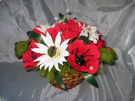 Решила порадовать мамочку на День Рождения, заодно и поучилась делать новые цветочки, ромашки правда слишком заостренные получились! фото 3