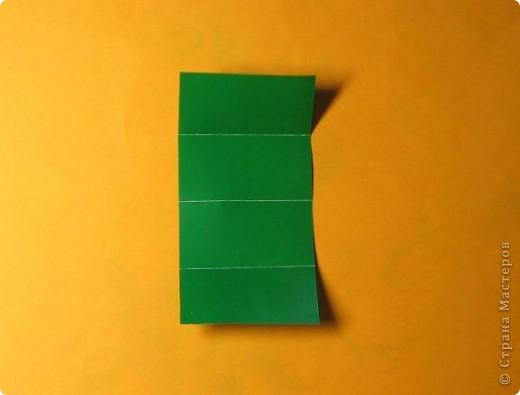 Привет! На днях крутила-крутила бумажку и само собой сложился модуль, похожий по принципу сборки на модули глобиков Т. Фусе. Представляю небольшой МК по сборке таких вот элегантных бантиков. В реале сиреневые бантики на фиолетовом фоне смотрятся намного симпатичнее.  Технические подробности: - 30 фиолетовых модулей, размер: 9,8 х 4,9 см - 30 сиреневых модулей, размер: 9,8 х 4,9 см в диаметре - 11 см  И еще - при сборке  я для прочности немного подклеивала модули. В ЖЖ предложили имя этой кусудаме - Valentine. Пожалуй так и оставим. Автор - Валентина Минаева (Valentina Minayeva) фото 5