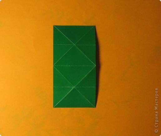 Привет! На днях крутила-крутила бумажку и само собой сложился модуль, похожий по принципу сборки на модули глобиков Т. Фусе. Представляю небольшой МК по сборке таких вот элегантных бантиков. В реале сиреневые бантики на фиолетовом фоне смотрятся намного симпатичнее.  Технические подробности: - 30 фиолетовых модулей, размер: 9,8 х 4,9 см - 30 сиреневых модулей, размер: 9,8 х 4,9 см в диаметре - 11 см  И еще - при сборке  я для прочности немного подклеивала модули. В ЖЖ предложили имя этой кусудаме - Valentine. Пожалуй так и оставим. Автор - Валентина Минаева (Valentina Minayeva) фото 6