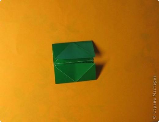 Привет! На днях крутила-крутила бумажку и само собой сложился модуль, похожий по принципу сборки на модули глобиков Т. Фусе. Представляю небольшой МК по сборке таких вот элегантных бантиков. В реале сиреневые бантики на фиолетовом фоне смотрятся намного симпатичнее.  Технические подробности: - 30 фиолетовых модулей, размер: 9,8 х 4,9 см - 30 сиреневых модулей, размер: 9,8 х 4,9 см в диаметре - 11 см  И еще - при сборке  я для прочности немного подклеивала модули. В ЖЖ предложили имя этой кусудаме - Valentine. Пожалуй так и оставим. Автор - Валентина Минаева (Valentina Minayeva) фото 7