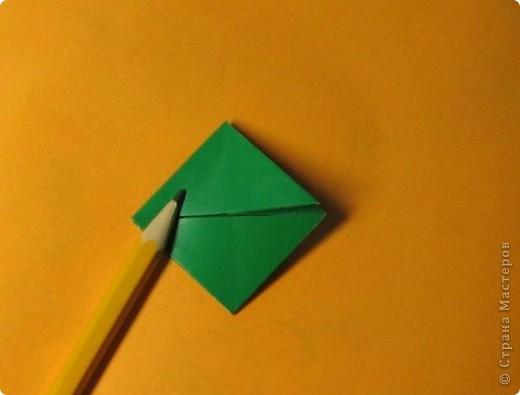 Привет! На днях крутила-крутила бумажку и само собой сложился модуль, похожий по принципу сборки на модули глобиков Т. Фусе. Представляю небольшой МК по сборке таких вот элегантных бантиков. В реале сиреневые бантики на фиолетовом фоне смотрятся намного симпатичнее.  Технические подробности: - 30 фиолетовых модулей, размер: 9,8 х 4,9 см - 30 сиреневых модулей, размер: 9,8 х 4,9 см в диаметре - 11 см  И еще - при сборке  я для прочности немного подклеивала модули. В ЖЖ предложили имя этой кусудаме - Valentine. Пожалуй так и оставим. Автор - Валентина Минаева (Valentina Minayeva) фото 10