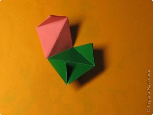 Привет! На днях крутила-крутила бумажку и само собой сложился модуль, похожий по принципу сборки на модули глобиков Т. Фусе. Представляю небольшой МК по сборке таких вот элегантных бантиков. В реале сиреневые бантики на фиолетовом фоне смотрятся намного симпатичнее.  Технические подробности: - 30 фиолетовых модулей, размер: 9,8 х 4,9 см - 30 сиреневых модулей, размер: 9,8 х 4,9 см в диаметре - 11 см  И еще - при сборке  я для прочности немного подклеивала модули. В ЖЖ предложили имя этой кусудаме - Valentine. Пожалуй так и оставим. Автор - Валентина Минаева (Valentina Minayeva) фото 24
