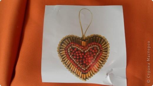 Моё сердечко=) Для этого сердечка понадобится:  Картон, ткань, тесьма, бисер, игла с ниткой)  фото 7