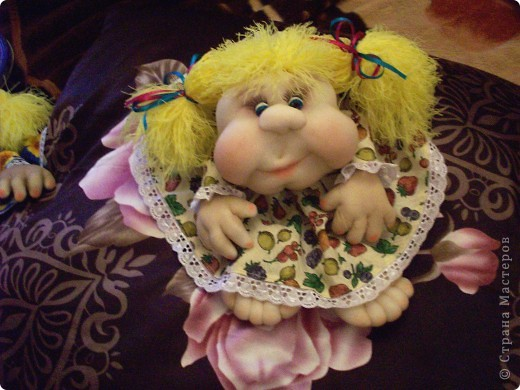Сшила одну куколку по МК Елены http://stranamasterov.ru/user/40274, и увлеклась.  Вот такая неземная красота у меня родилась, учусь делать разные мордочки, занятие очень увлекательное. Так забавно наблюдать за тем какая мимика прорисовывается, ох, полюбились мне эти шкоды)))) фото 1