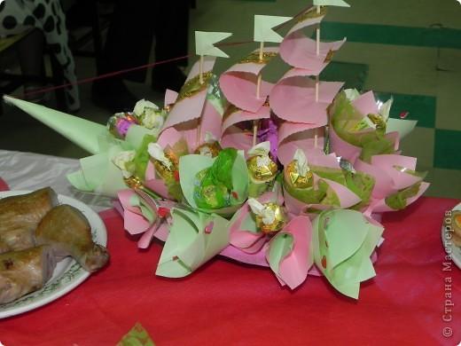Этот конфетный корабль я делала на свадьбу деверя:). Получилось красиво, несмотря на то, что это мой первый опыт. фото 1