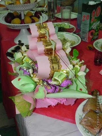 Этот конфетный корабль я делала на свадьбу деверя:). Получилось красиво, несмотря на то, что это мой первый опыт. фото 2