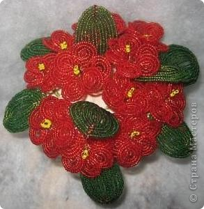 Оставалось немного красного бисера, хотела попробовать розы, маловато, а фиалки получились замечательные.. фото 2