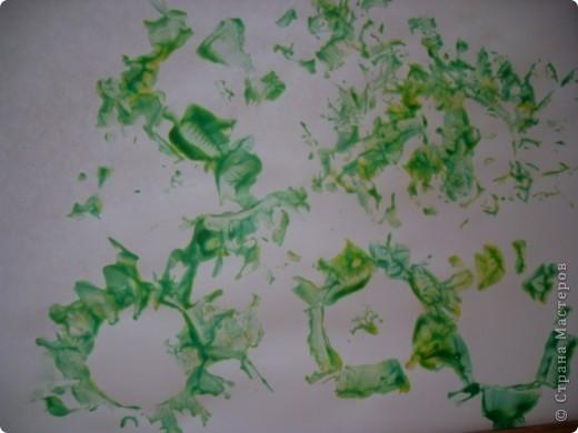 Для штампа использовали рулон от бум. полотенца, предварительно разрезав его на две части и надрезали края бахромой. Отогнули бахрому и получили цветок. фото 6