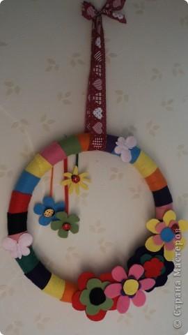 Вот такой вот веночек из фетра в детскую комнату фото 1