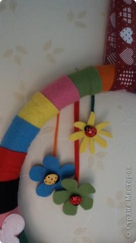 Вот такой вот веночек из фетра в детскую комнату фото 3