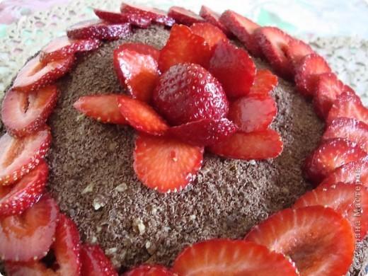 Этот торт - любимое лакомство нашей семьи на протяжении 20 лет. Делается он достаточно просто, а результат все оценят с удовольствием.  фото 3