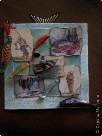 Пригласили меня на ДР папы подруги, а он рыбак, вот и родилась такая открытка поздравление)))).....видите торчит хвостик от рыбки))))))см.последнюю фотку) фото 1