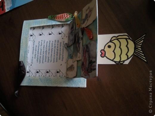 Пригласили меня на ДР папы подруги, а он рыбак, вот и родилась такая открытка поздравление)))).....видите торчит хвостик от рыбки))))))см.последнюю фотку) фото 5