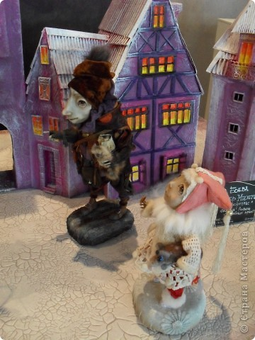 Здесь представлена часть фотографий коллекционных и художественных кукол. Выставка проходит совместно с выставкой кукол театра Сергея Образцова. Куклы изготовили разные мастера в различной технике. Вот уж поистине у них ЗОЛОТЫЕ РУКИ!!! Смотрите - наслаждайтесь! Хорошего Вам просмотра. фото 3