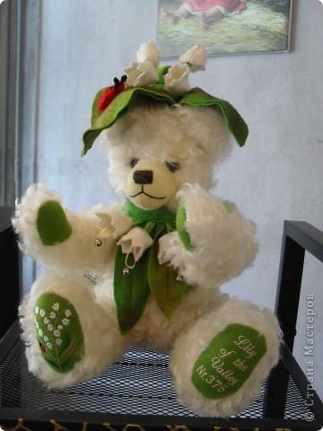Здесь представлена часть фотографий коллекционных и художественных кукол. Выставка проходит совместно с выставкой кукол театра Сергея Образцова. Куклы изготовили разные мастера в различной технике. Вот уж поистине у них ЗОЛОТЫЕ РУКИ!!! Смотрите - наслаждайтесь! Хорошего Вам просмотра. фото 5