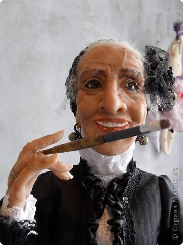 Здесь представлена часть фотографий коллекционных и художественных кукол. Выставка проходит совместно с выставкой кукол театра Сергея Образцова. Куклы изготовили разные мастера в различной технике. Вот уж поистине у них ЗОЛОТЫЕ РУКИ!!! Смотрите - наслаждайтесь! Хорошего Вам просмотра. фото 16