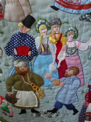 Здесь представлена часть фотографий коллекционных и художественных кукол. Выставка проходит совместно с выставкой кукол театра Сергея Образцова. Куклы изготовили разные мастера в различной технике. Вот уж поистине у них ЗОЛОТЫЕ РУКИ!!! Смотрите - наслаждайтесь! Хорошего Вам просмотра. фото 37