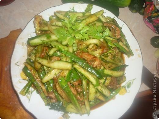 Обожаю этот салатик с детства.Мама всегда готовила(научила ее подруга кореянка).Ну а потом я выросла и теперь готовлю его сама))))Странно но в интернете я не нашла ни одного рецепта хе из огурцов....а это такая вкуснятина! фото 1