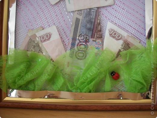Доброе время суток! У моего свекра было на днях День Рождение. Конфеты он, почему-то, не очень любит. Странно! Деньги - это беспроигрышный подарок, НО не хотелось дарить просто в конверте для денег. Так из подручных материалов за 2 часа родилась вот такая картина. фото 3