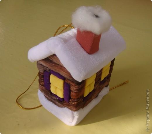зимний домик (елочная игрушка из пенопласта и ткани)