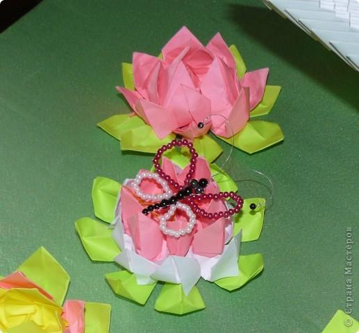 Вот какие лотосы получились у моих ребяток из кружка при воскресной школе.Красота,а делается быстро и не трудно.Ребята решили,что эти цветы отличный подарок к любому празднику. фото 5