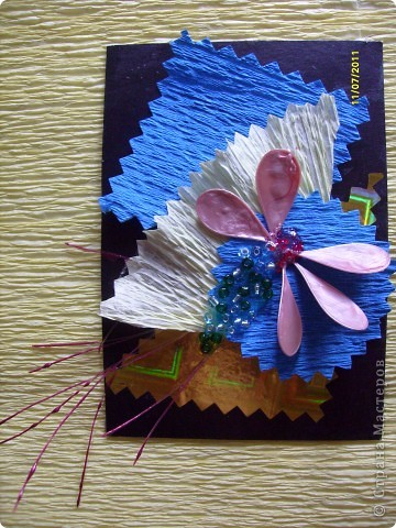 """Серия  """" ЦВЕТИК"""" ......... в связи с хорошим настроением ......... сделана на подарки ........ Материалы: картон  бумага гофрированная бумага оформительская ( голография) бисер леска лак для ногтей ......карточки объемные..........  фото 3"""