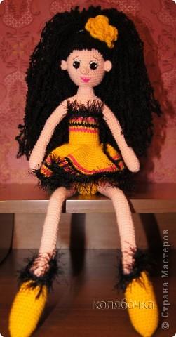 """Рада представить вам балерину Ангелину. Эта жгучая брюнеточка знает толк в прекрасной жизни,неутомимом веселье,музыке и танцах.Она танцует,кружится и заряжает всё вокруг своей энергией. Рост 48см,нитки """"Пехорка"""" акрил.  фото 3"""