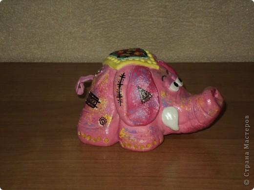 Розовый слоник. Создавался для маминой коллекции слонов, а также - это мой дебют! Попона вышита крестиком на канве. Приклеивала вместе с бисером в самом конце, после покрытия лаком. фото 3