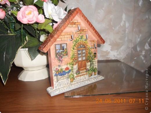 Ключница-очень удобная вещь.Купила деревянную  заготовку.Декупаж -рисовая бумага. фото 2