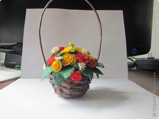 Очередная корзиночка с розами из ХФ. фото 2