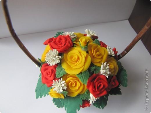 Очередная корзиночка с розами из ХФ. фото 1