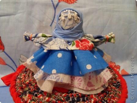 Все-таки народная кукла самая притягивающая, простая и в работе душевная. Так хочется снова и снова учиться и делать . Оказывается их столько много... Вот курсы только где-то в Москве...  фото 3