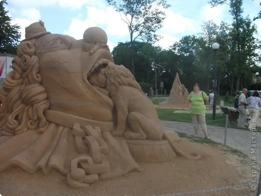 """C 4 по 10 июля в нашем городе Елгава. в парке Узварас (Победы) проходил 5-й международный фестиваль песчаных скульптур """"Summer signs""""(Знаки лета). В этом году тема фестиваля была """"Цирк"""". Участввовали 16 известных скульптуров из разных стран. фото 12"""