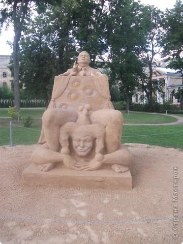 """C 4 по 10 июля в нашем городе Елгава. в парке Узварас (Победы) проходил 5-й международный фестиваль песчаных скульптур """"Summer signs""""(Знаки лета). В этом году тема фестиваля была """"Цирк"""". Участввовали 16 известных скульптуров из разных стран. фото 13"""
