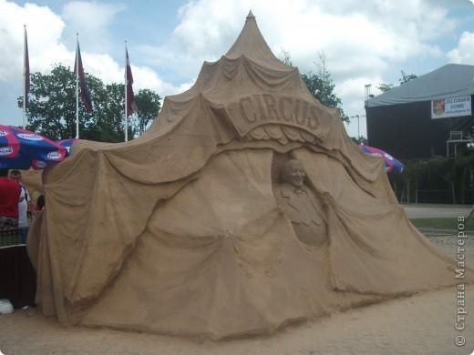 """C 4 по 10 июля в нашем городе Елгава. в парке Узварас (Победы) проходил 5-й международный фестиваль песчаных скульптур """"Summer signs""""(Знаки лета). В этом году тема фестиваля была """"Цирк"""". Участввовали 16 известных скульптуров из разных стран. фото 18"""