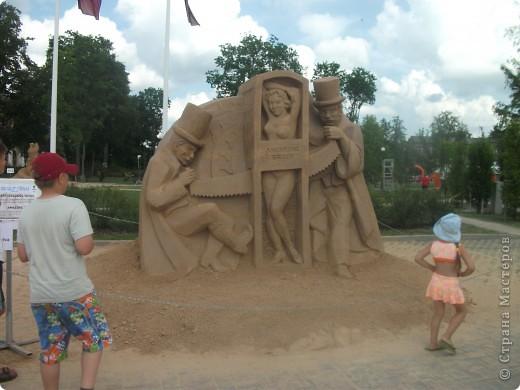 """C 4 по 10 июля в нашем городе Елгава. в парке Узварас (Победы) проходил 5-й международный фестиваль песчаных скульптур """"Summer signs""""(Знаки лета). В этом году тема фестиваля была """"Цирк"""". Участввовали 16 известных скульптуров из разных стран. фото 19"""